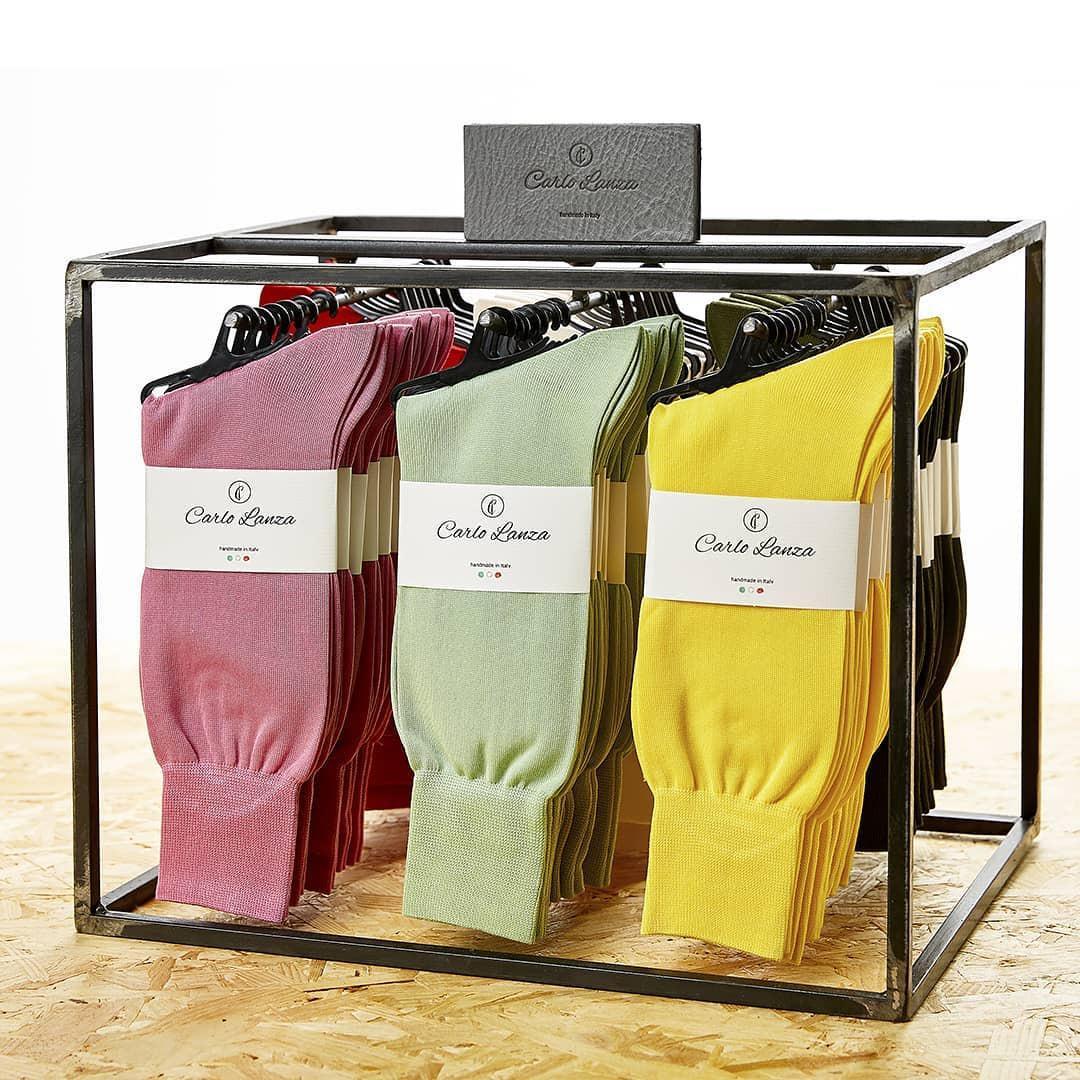 Geschenkbox met sokken en rode wijn: nu als actie
