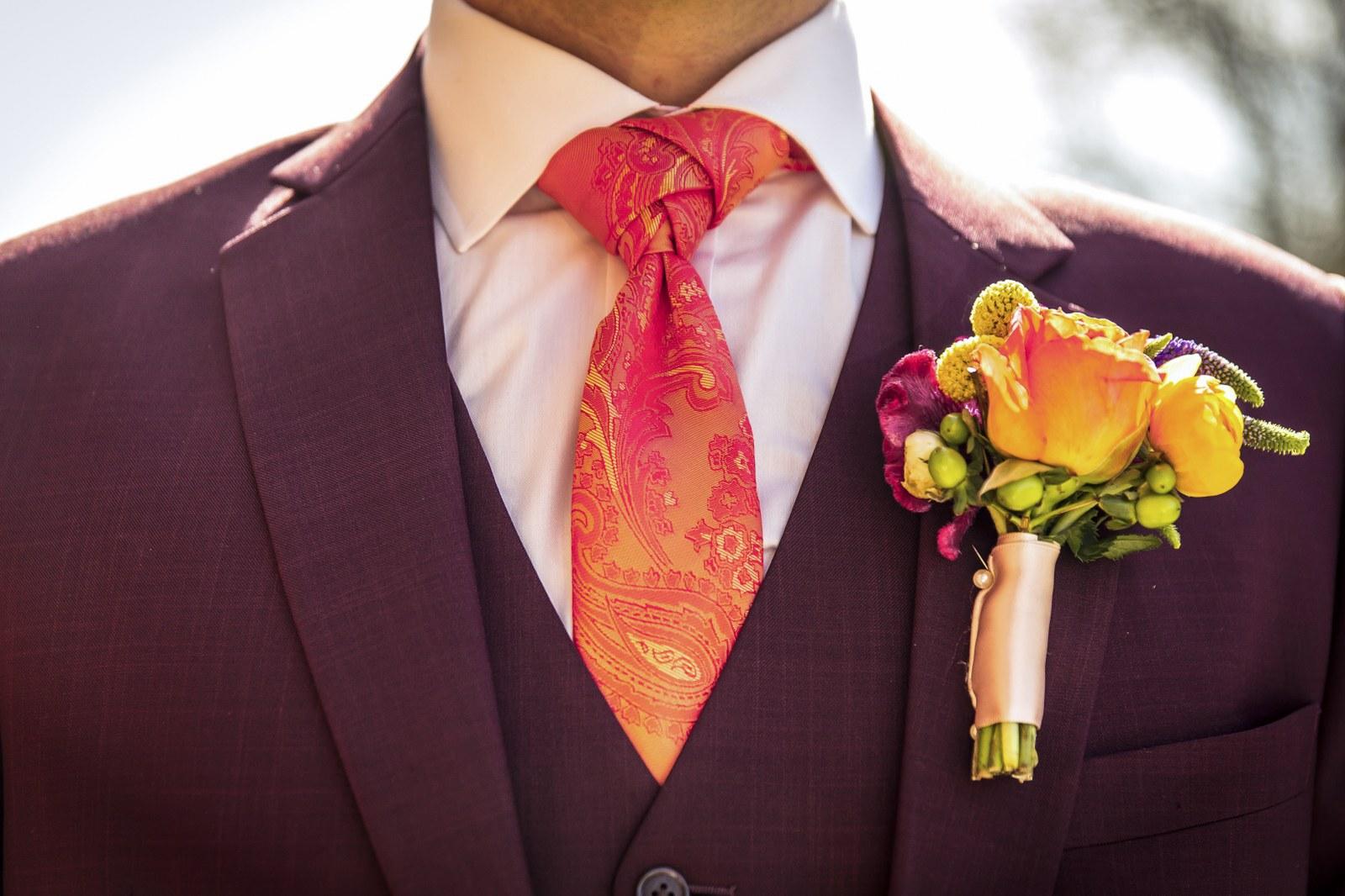 Een stropdas maakt je maatkostuum af
