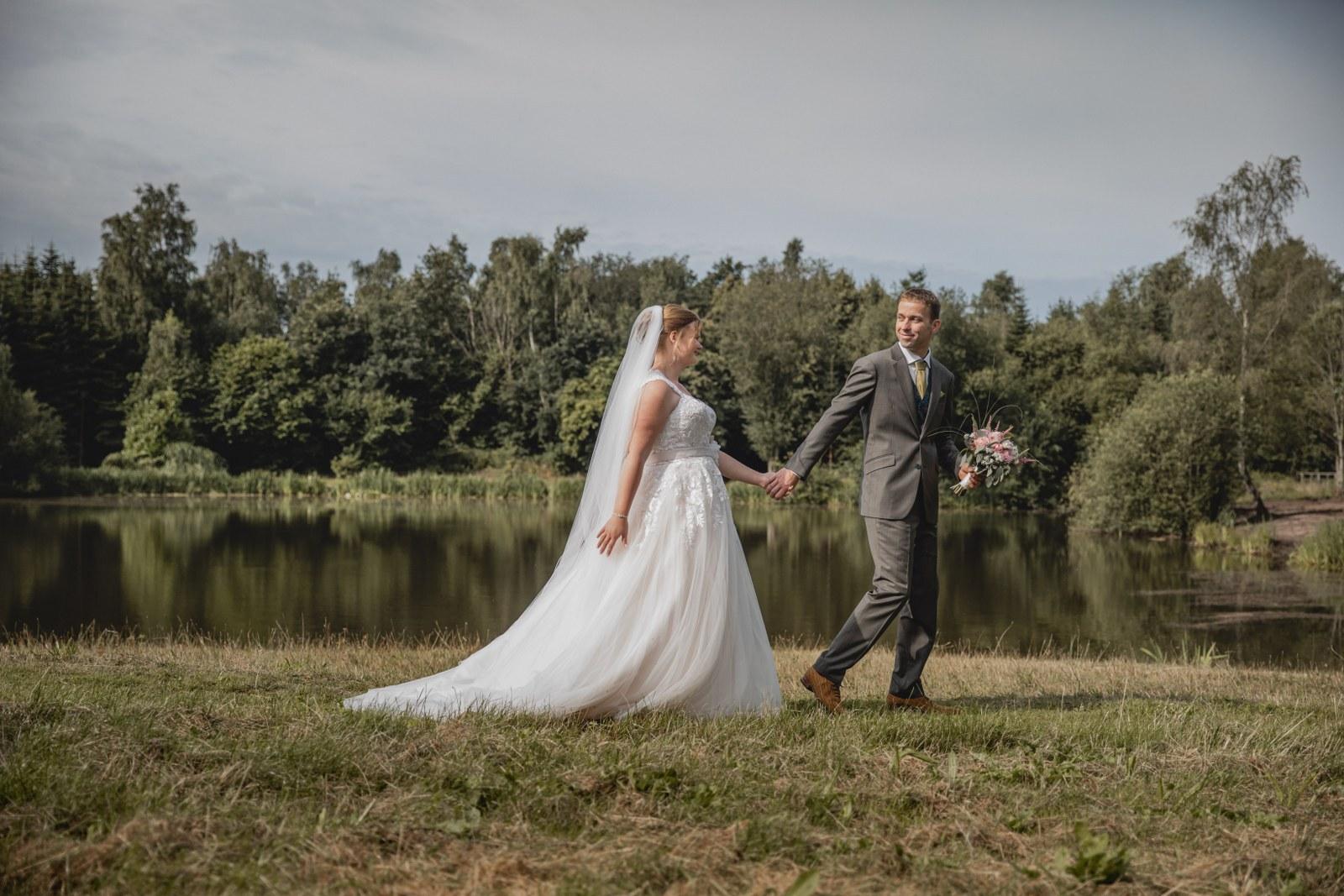 Dit prachtige trouwpak laat zien hoe trots hij is