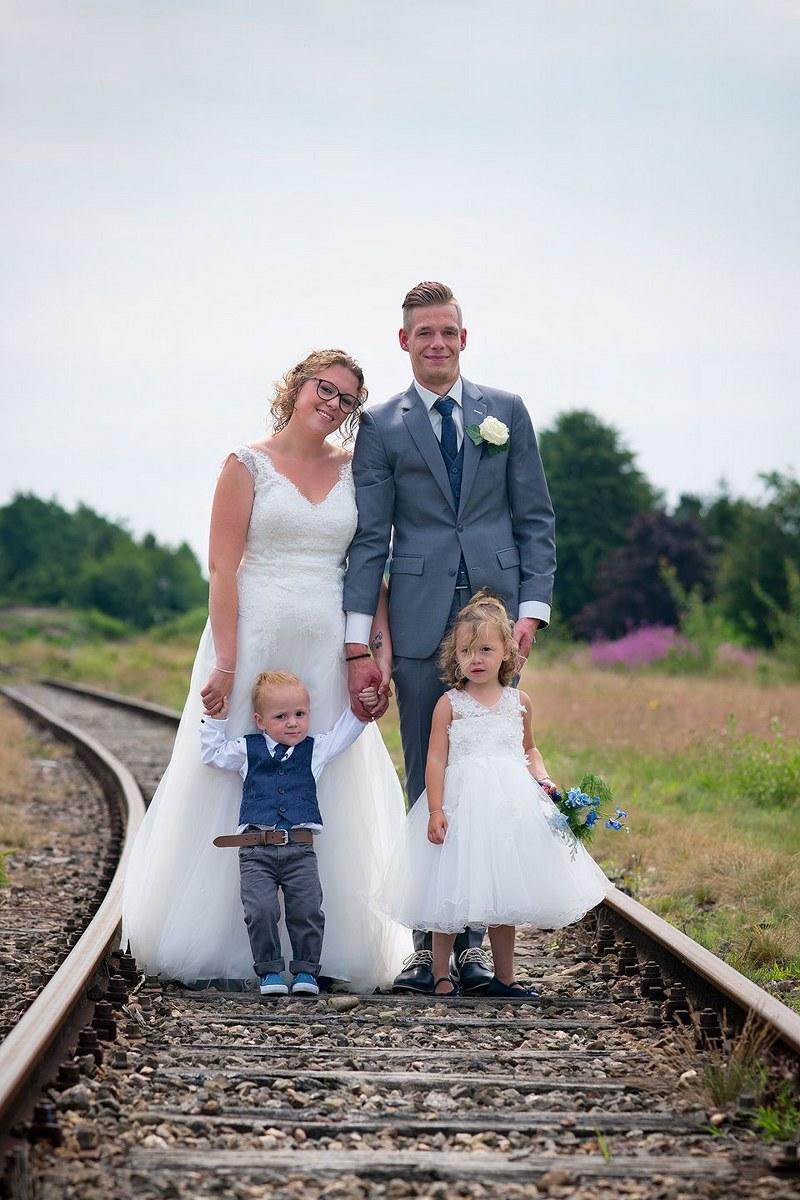 Chic grijs trouwpak met paisley zijden gilet en das