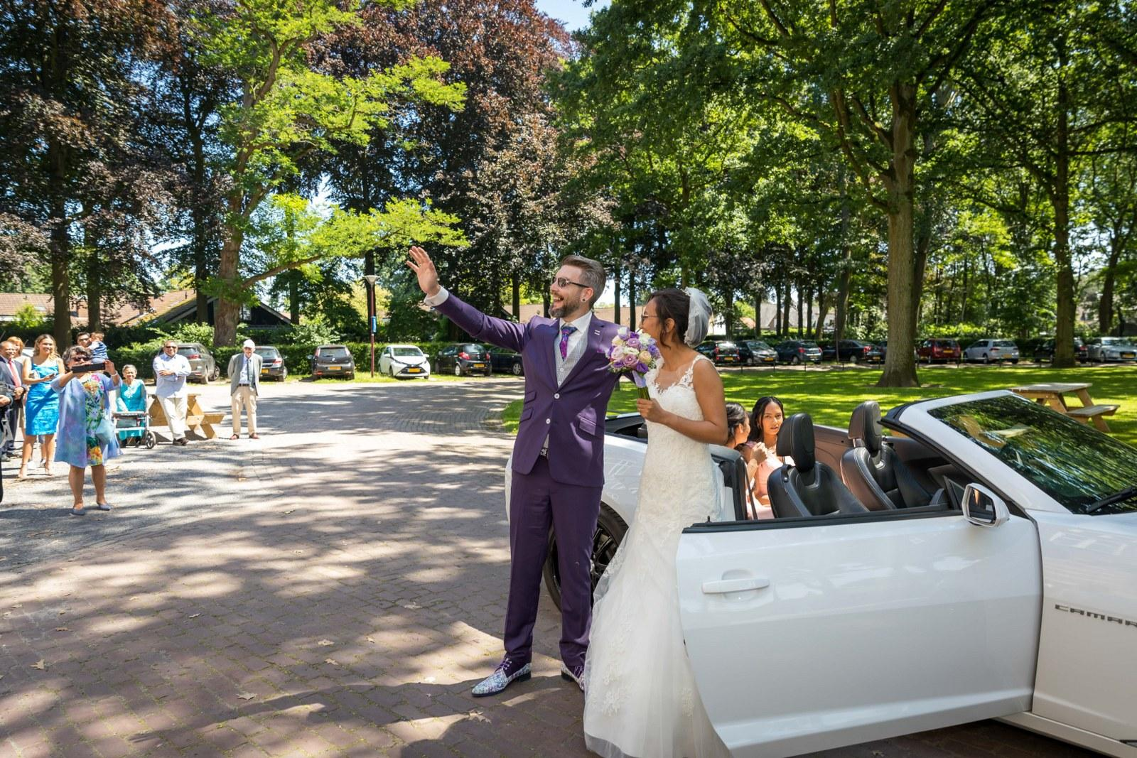 Paars trouwpak met geruite gilet en mooie details