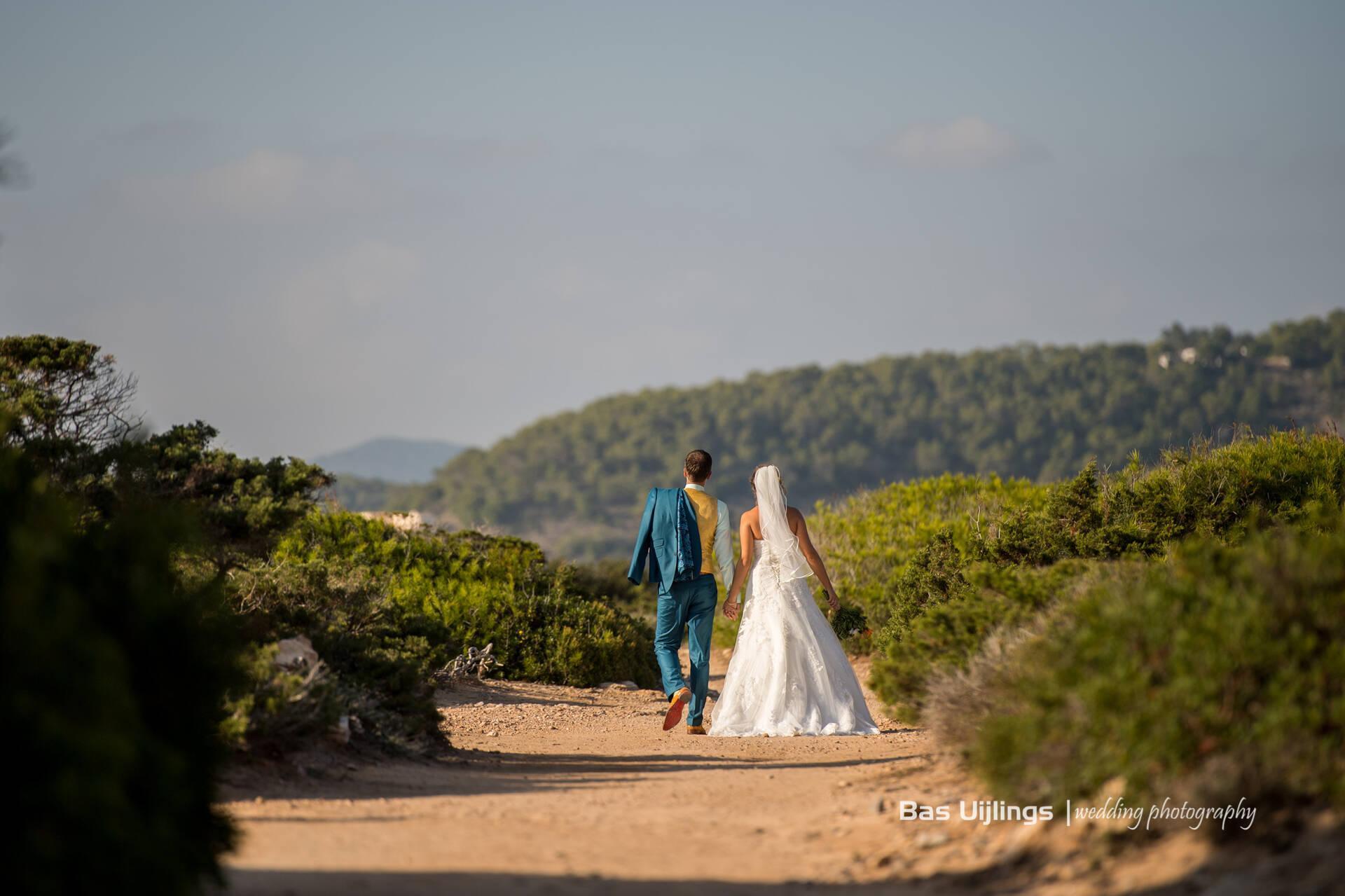 Ibiza style trouwpak: aquablauw, mintgroen en geel