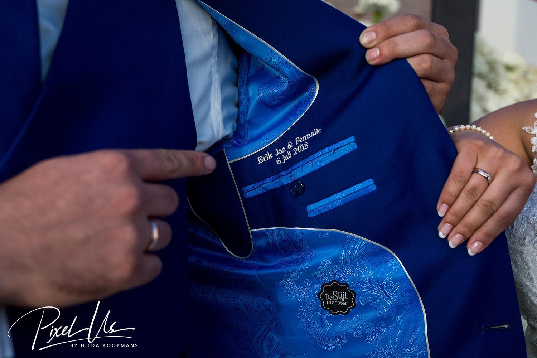 Wauw: zeg ja in je trouwpak in koningsblauw