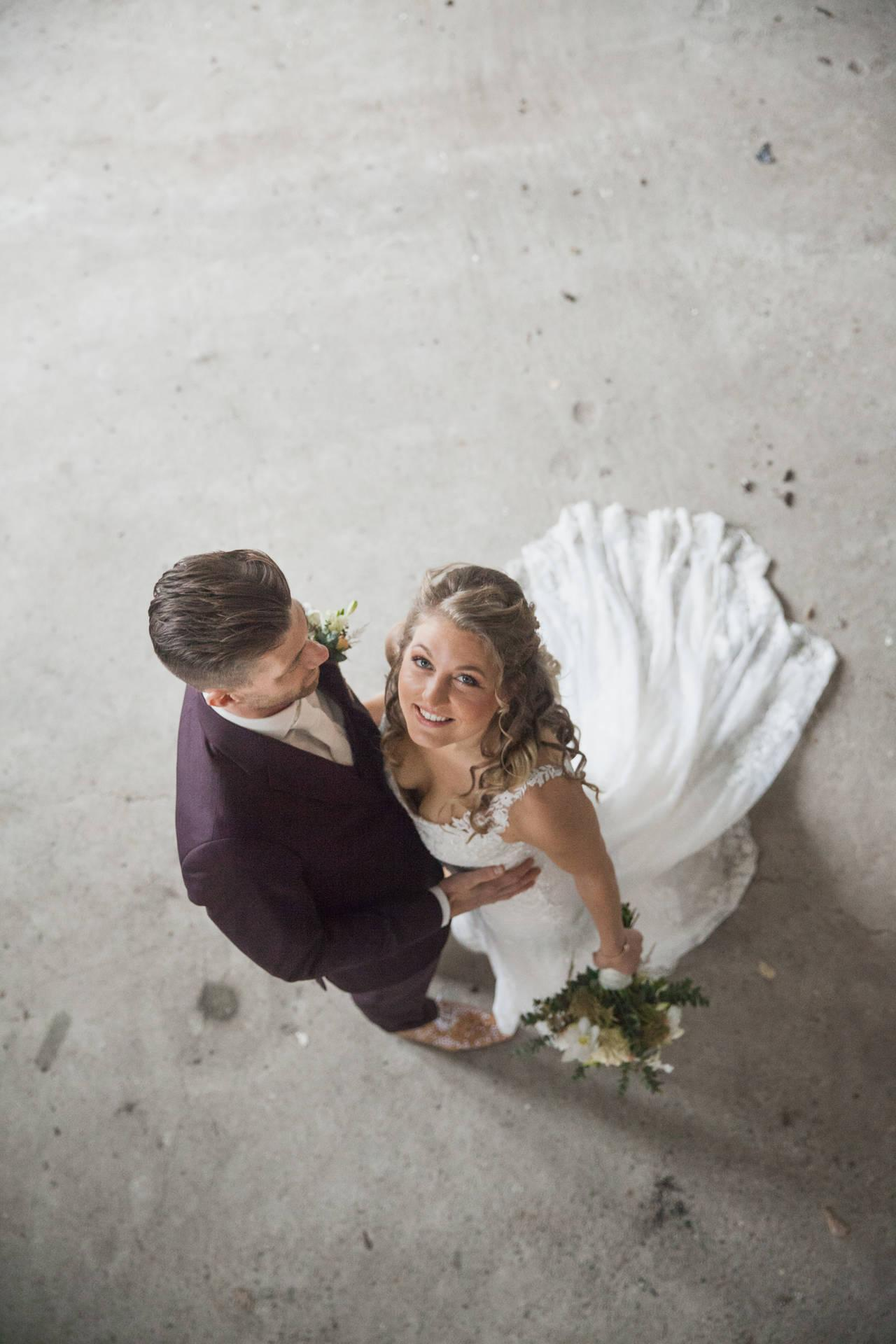 In een aubergine trouwpak, in jouw stijl