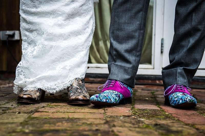 'Hout' je grijze trouwpak kleurrijk spannend