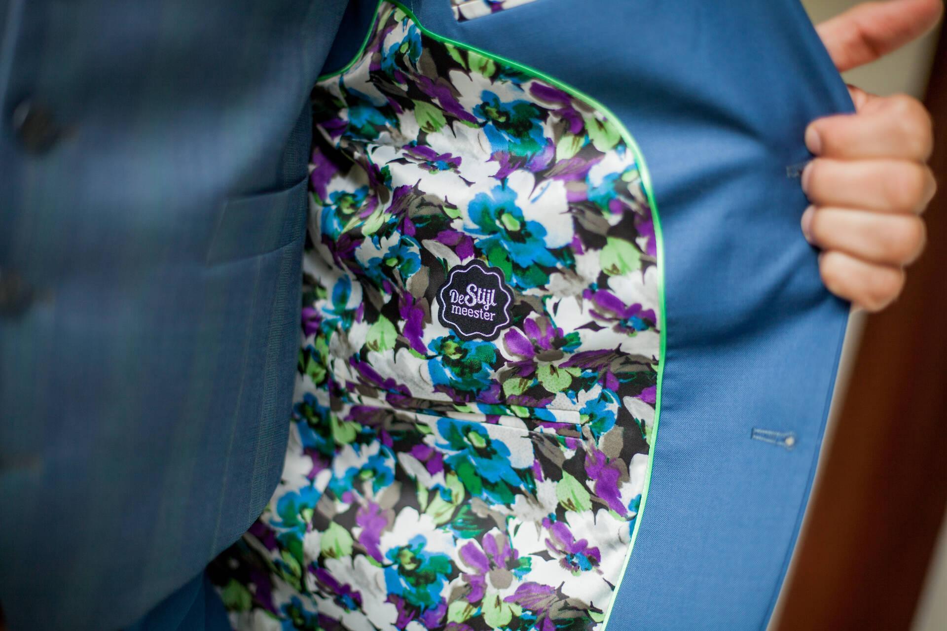 Prachtig blauw trouwpak met revers op het gilet
