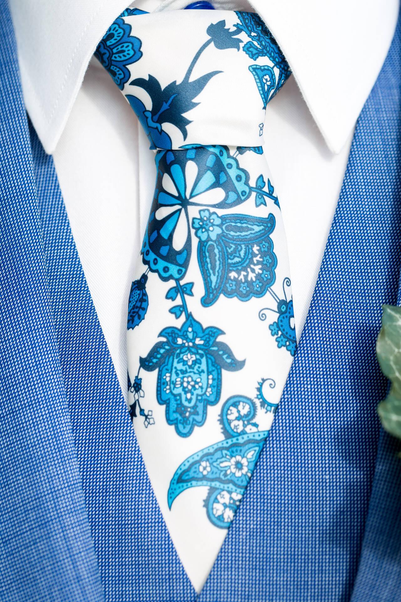 Blauw trouwpak met funky voering, gilet en das
