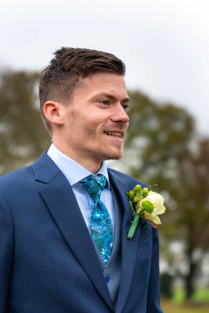 Stoere look door de weving in dit blauwe trouwpak