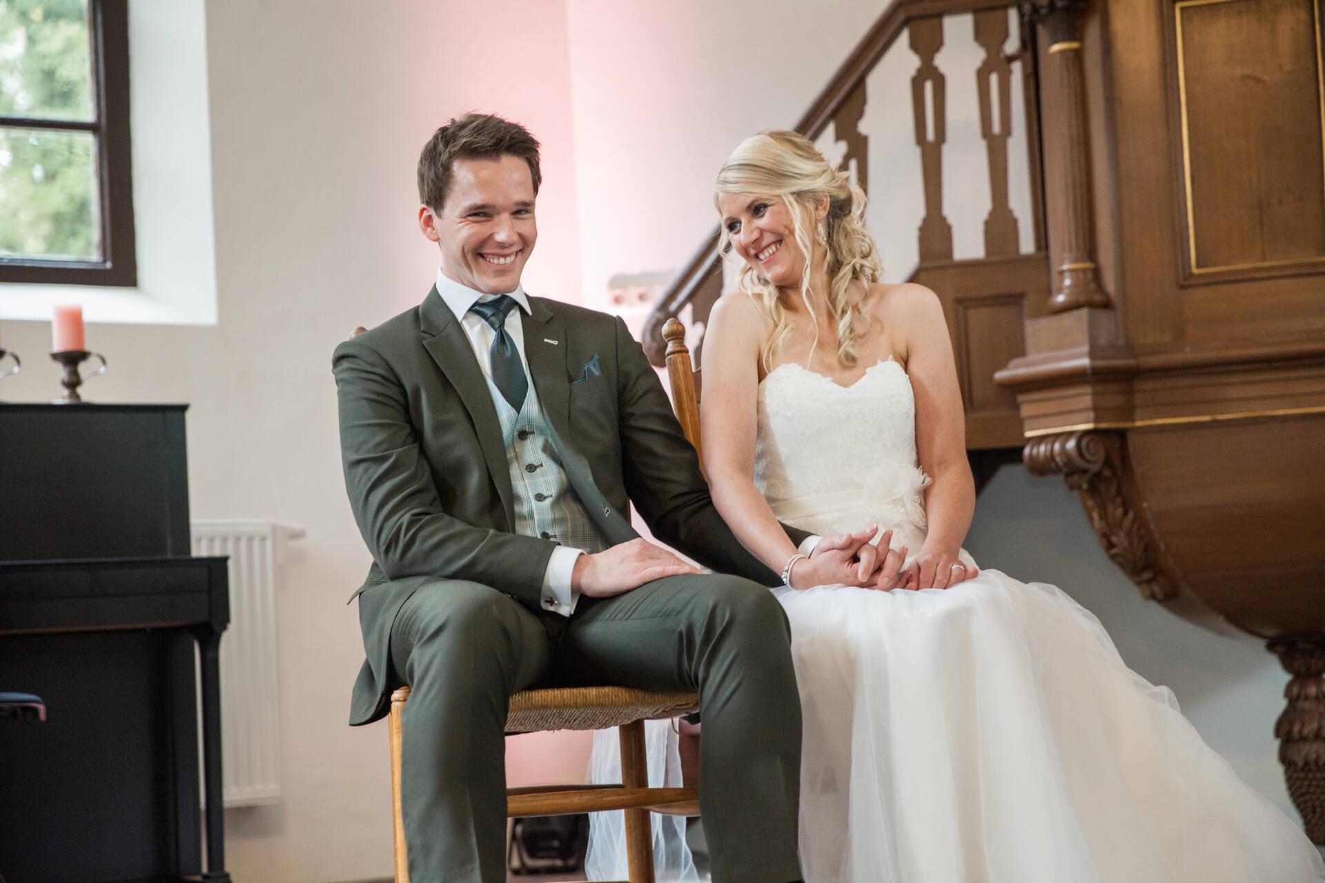 Mosgroen trouwpak met geruite gilet en leuke details