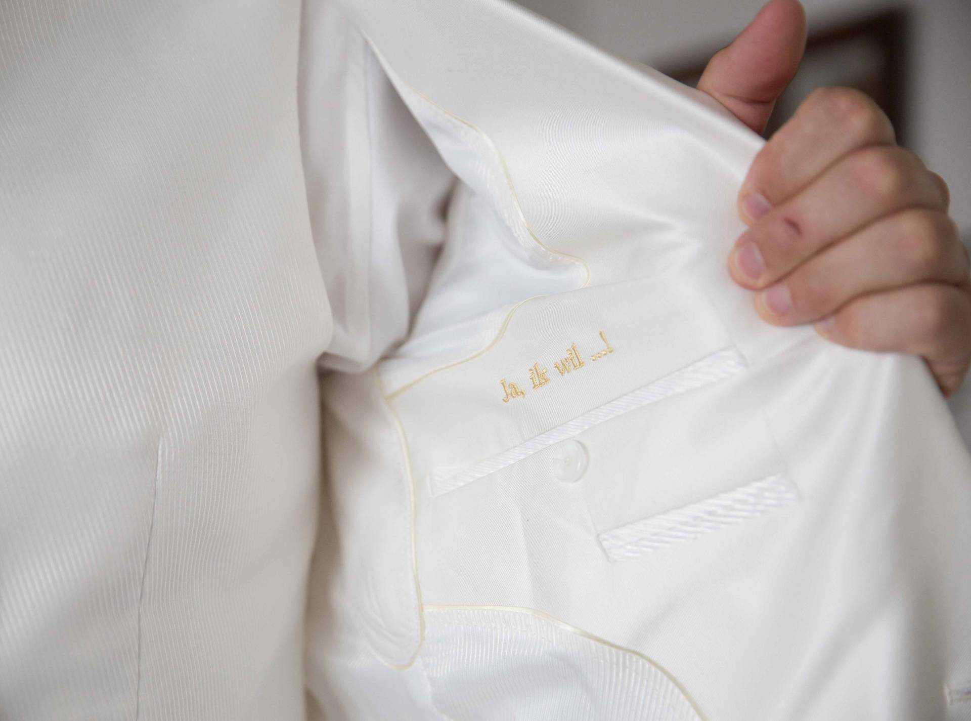 Mijn witte trouwpak met een touch of gold