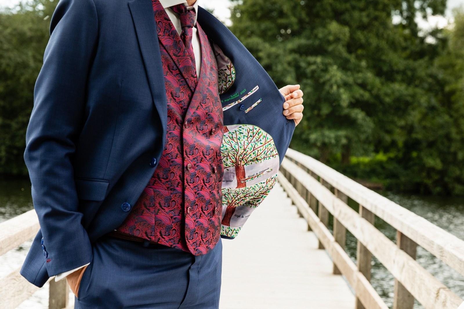 Chic trouwpak met jacquardstof en eigen ontwerp voering