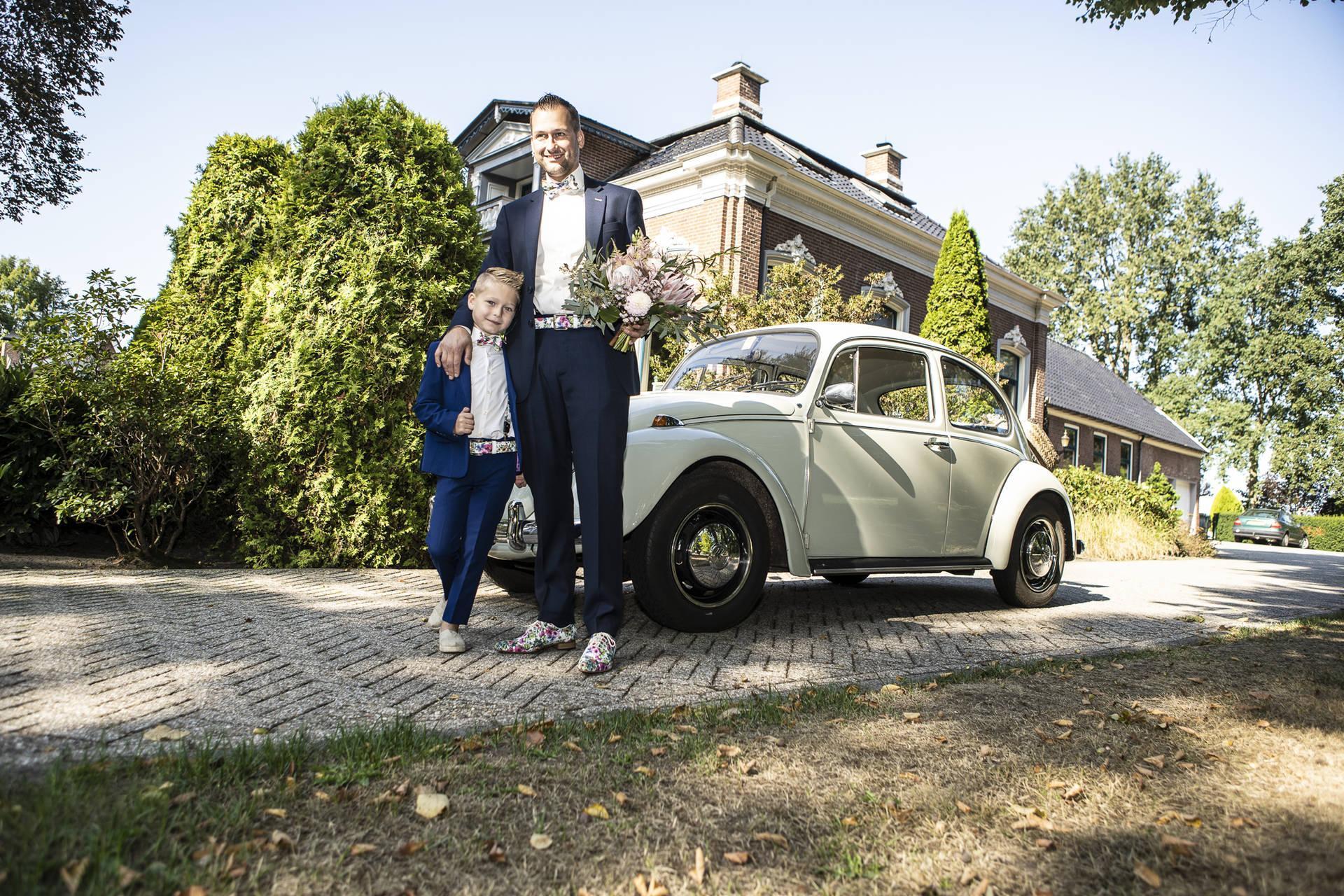Cute: trouwpak twinning spektakel, zo vader zo zoon